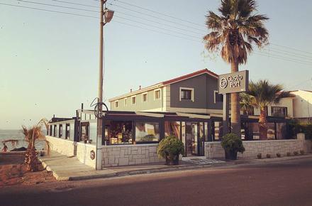 Gusto Port Restaurant & Cafe